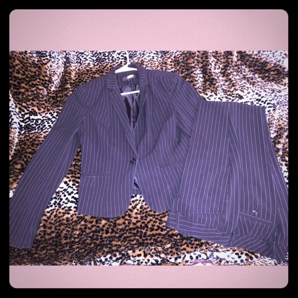 Worthington Pinstriped Ladies suit size 4